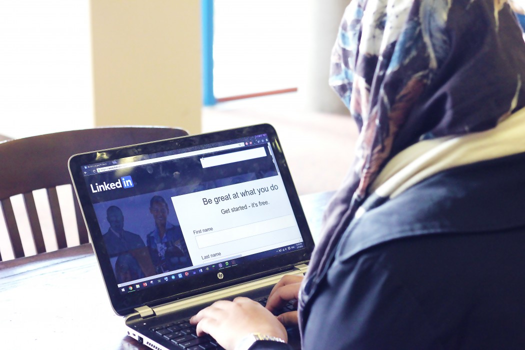 Student uses Linkedin to expand their professional networks. | Photo by Natalia Marques '19, Photography Editor.