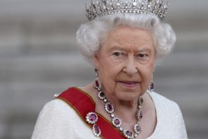 The Queen's involvement in the Paradise Papers highlights the need for financial reform