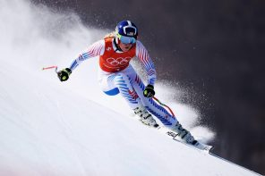 Lindsey Vonn and Kelly Clark complete historic careers